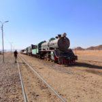 54 Alte Dampflokomotive in der Wüste