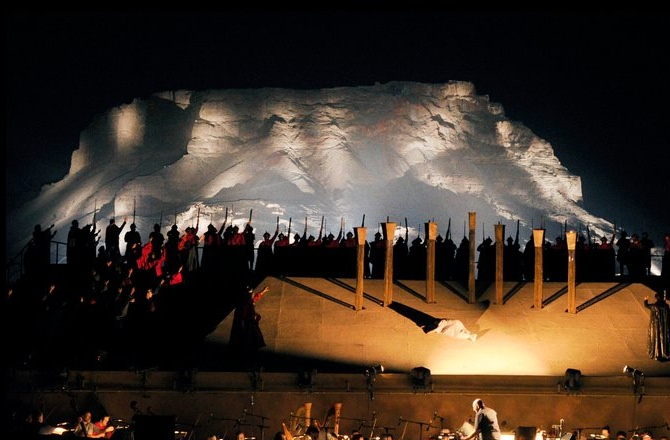 Opern-Spektakel in Masaa: Oper Turandot im Juni 2014. Kontaktieren Sie uns für Ihre individuelle Israel-Reise rund um die Freiluft-Oper.
