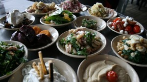 Mezze im Restaurant Manta Ray am Strand Tel Avivs